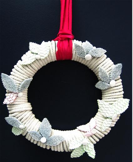Como hacer una corona navide a minimalista manualidades for Como hacer una corona de navidad para la puerta