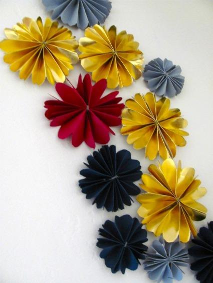 Flores de cart n para decorar el rbol navide o manualidades - Arbol de navidad artesanal ...