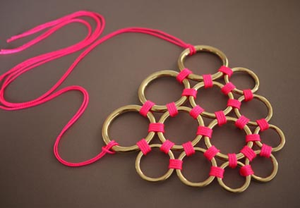 Collar de aros met licos manualidades - Collane di design ...