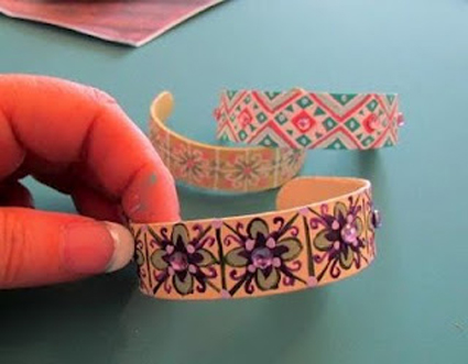 Como hacer pulseras goma eva imagui for Como hacer pulseras de goma eva