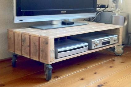 Muebles de palets para tv manualidades for Muebles para tv con tarimas