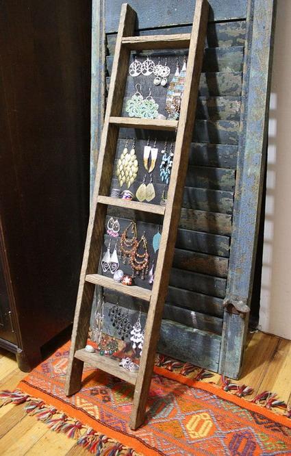 Escaleras reutilizadas manualidades for Cuadros para escaleras