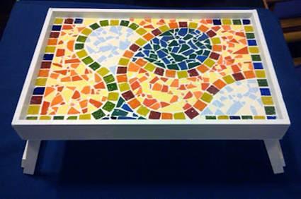Bandeja con restos de mosaicos