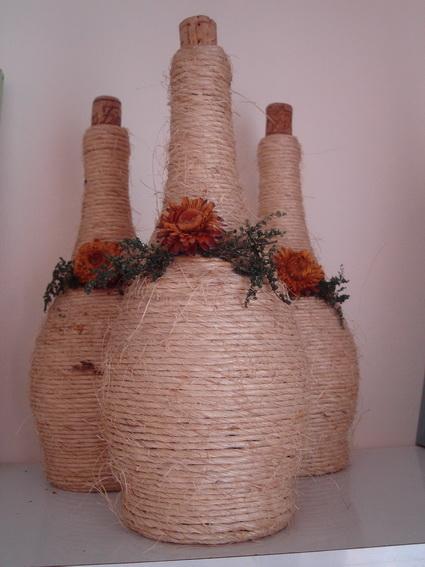 Botellas de vino decoradas con hilo sisal